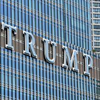 Trump, a dos manos: hace efectiva la guerra tarifaria contra Europa y podría vetar a Daimler del mercado en EE.UU