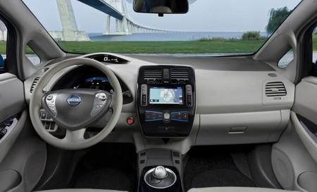 Nissan LEAF 2010 salpicadero