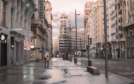 Esta es la verdadera fotografía de la Gran Vía de Madrid solitaria, obra de Ignacio Pereira, que VOX ha manipulado sin permiso
