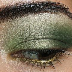 Foto 1 de 4 de la galería look-de-fiesta-ojos-en-verde-y-oro en Trendencias
