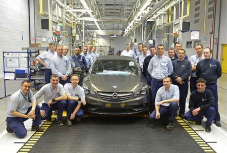 Sale de la línea de producción el primer Opel Cascada