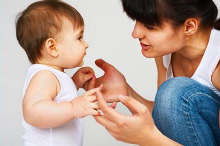 """El bebé ya """"habla"""" en su mente antes de pronunciar las primeras palabras"""