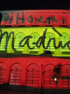 Arte y fiesta, lujo dentro y fuera del Museo Reina Sofía