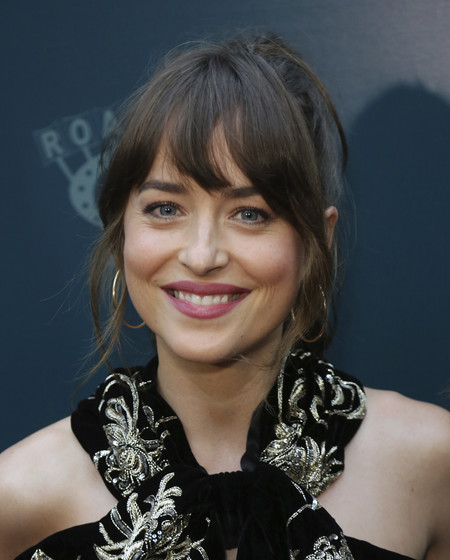 dakota johnson red carpet