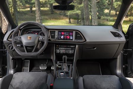 SEAT Leon ST Cupra R interior