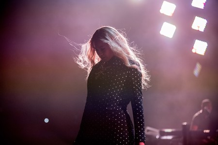 Beyoncé y su barriga de embarazada lo molan todo con este estilismo lampshading tan atrevido
