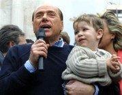 Los bebés besados por Berlusconi