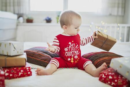Siete bonitas ideas para hacer fotos de tu bebé en su primera Navidad