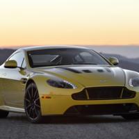Si te gustan los manuales, prepárate para las 7 marchas del nuevo Aston Martin V12 Vantage S