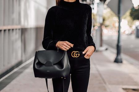 El street style nos demuestra que siempre viene bien tener un jersey de chenilla a mano