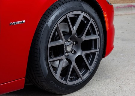 Dodge Charger 2015 1280 5d