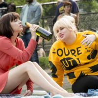 Dakota Johnson y Rebel Wilson se desmelenan en el tráiler de 'How to Be Single'