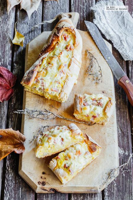 Baguette rellena de huevos con tocino. Receta para la cena
