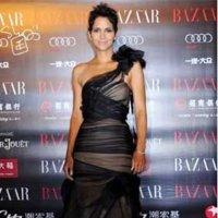 Halle Berry en la fiesta benéfica de Harper's Bazaar en Shangai