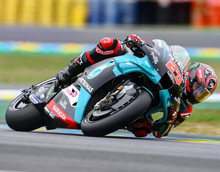 Fabio Quartararo controla a las Ducati para hacer la pole position en casa y asustar a Joan Mir