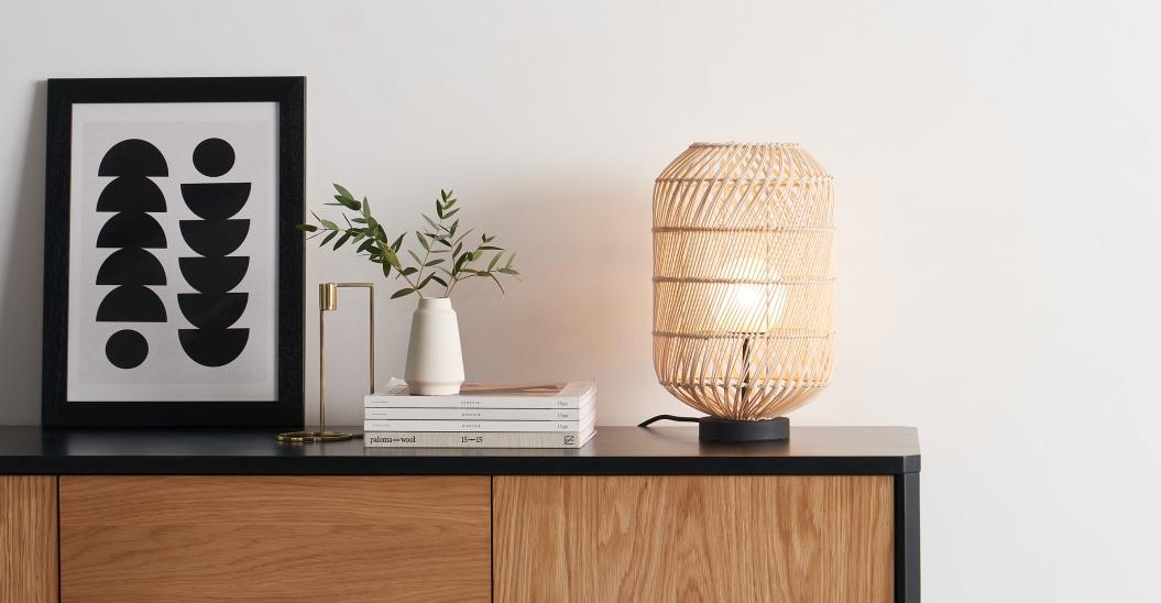 Lámpara de mesa de ratán
