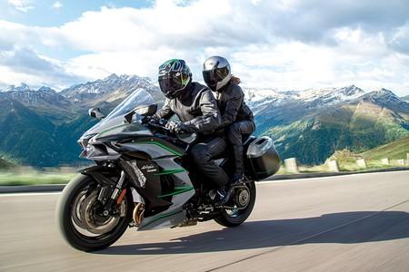 Kawasaki Ninja H2 SX SE+: 200 CV de sport-turismo supersónico con toda la tecnología posible