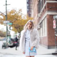 Fluffy coat + falda cuero