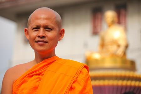monje-budista-calvo