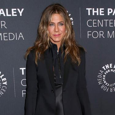 Jennifer Aniston demuestra que un total look negro puede convertirse en ganador si las prendas son tan especiales como las suyas