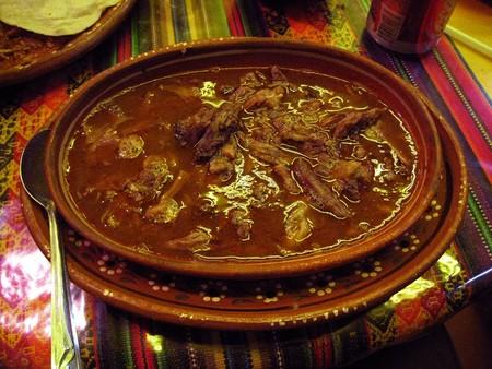 Birria con habas y nopales. Receta fácil de la cocina tradicional mexicana