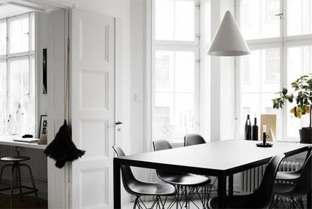 El acogedor apartamento en blanco y negro de Therese Sennerholt