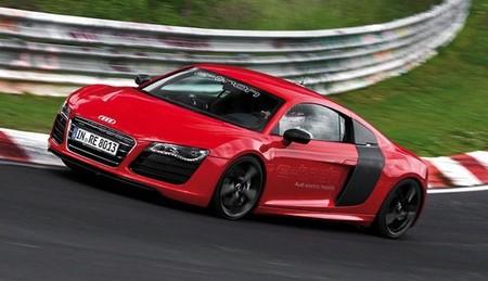 Audi R8 e-tron rojo 01