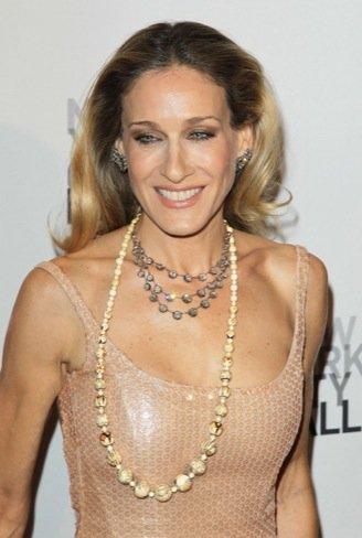Sarah Jessica Parker elige el vestido en color nude para deslumbrar