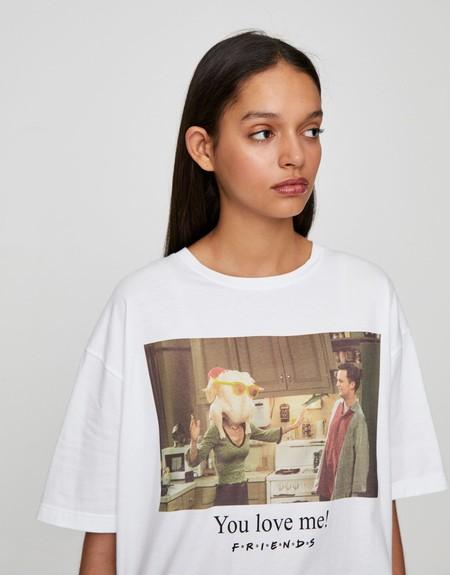Si eres fan de Friends, Big Bang Theory o Gossip Girl, Pull & Bear ha creado la colección de camisetas más guays del momento