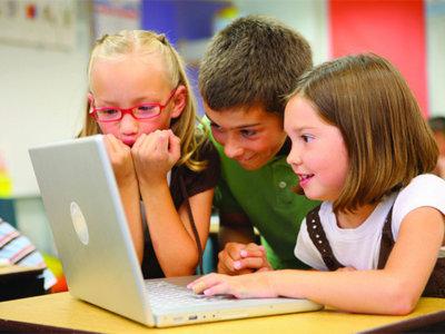 Sexting o cyberbullying con imágenes sexuales, una plaga que se extiende entre escolares británicos de hasta 7 años.