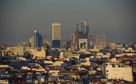 Las ciudades españolas que están prohibiendo el uso del coche por la contaminación: la lista aumenta