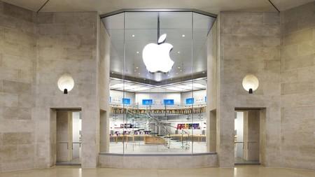 La firma de moda detrás de Balenciaga se alía con Apple para mejorar su experiencia en tienda