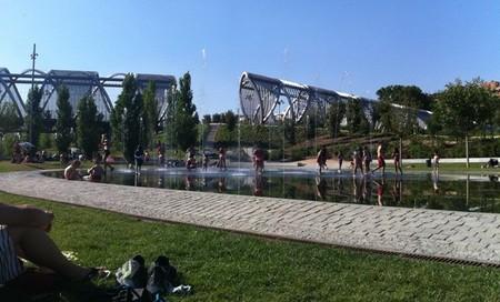 Madrid Río: la playa urbana y el Puente Monumental de Arganzuela
