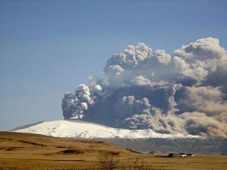 'Islandia: volcán en erupción', un documental grabado al vuelo