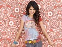¡Selena Gómez celebra que es mayor de edad con chuletas y carne a la brasa!