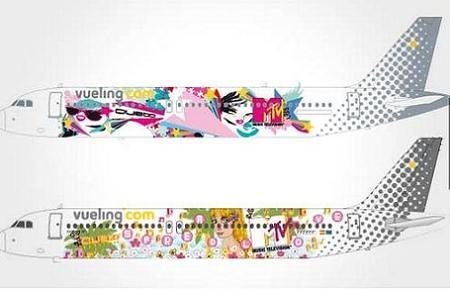 """Vueling by MTV, una iniciativa con aviones """"vestidos"""" por Custo Barcelona"""