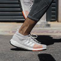 Las mejores ofertas de Adidas en zapatillas de running, chaquetas y mallas deportivas, con un 20% de descuento