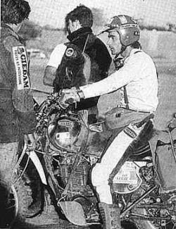 Sabine con Yamaha XT