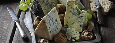 Cabrales, roquefort, stilton y gorgonzola: en qué se diferencian estos quesos azules (y nueve recetas ideales para ellos)