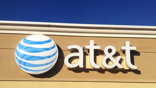 AT&T compra Time Warner convirtiéndose en un gigante de medios que se queda con Warner Bros, Turner o HBO