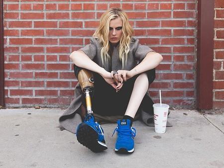 Esta modelo perdió las piernas por el síndrome del shock tóxico y y quiere que te replantees cómo usas los tampones