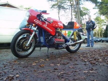 Moto con motor Alfa Romeo 4 cilindros bóxer