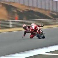 ¡Aterrador! El vídeo de Kazuki Watanabe tirándose de su moto a 200 km/h sin frenos corta la respiración
