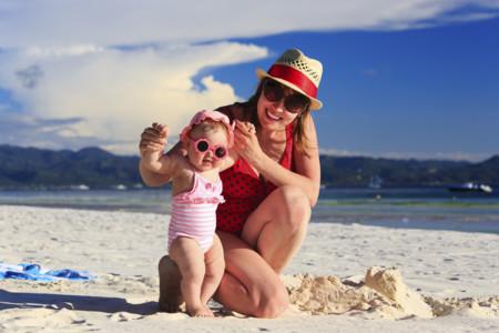 La importancia de las gafas de sol para un bebé y cómo elegir las más adecuadas