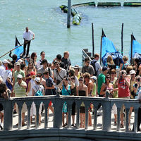 Venecia está tan turistificada que ha decidido convertirse, ya sin reparos, en un parque temático
