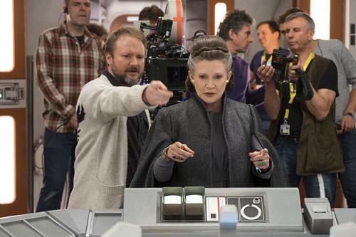 Rian Johnson justifica el humor de 'Star Wars: Los últimos jedi' y revela que Carrie Fisher le ayudó con el guion