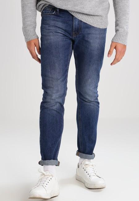 Rebajas en Zalando, pantalones vaqueros KIOMI ahora por 15,95 euros y envío gratis ¡Rebaja del 60%!