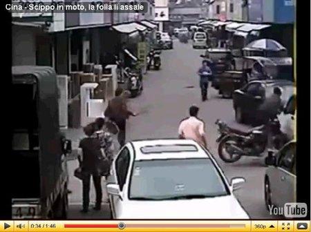 Justicia china para el ladrón motorista