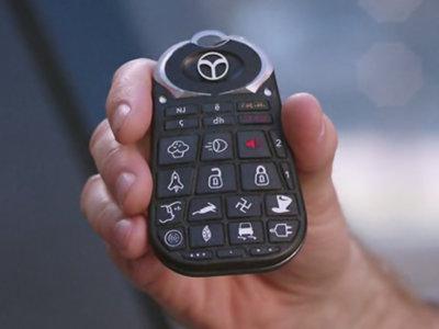 Botones, mandos y lucecitas de tu coche que necesitan una piedra rosetta