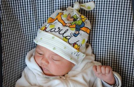 Gorritos pintados a mano para regalar al recién nacido